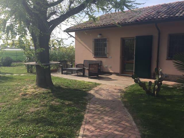 Piccola dependance immersa nel parco - Ravenna - Ek ev