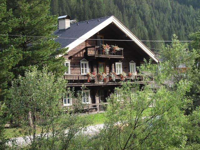 Haus Even - für bis zu 11 Pers. in 2 Wohnungen! - St. Veit - Rumah