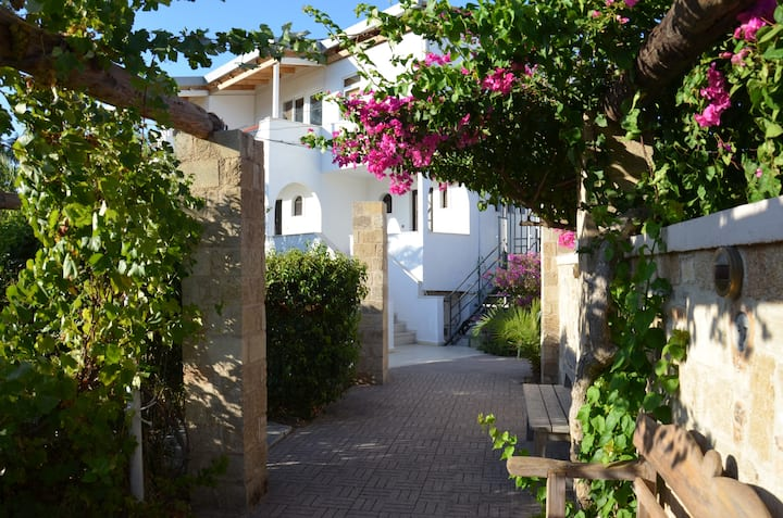 Apartment,sleeps 4 - in Faliraki-close to it all!