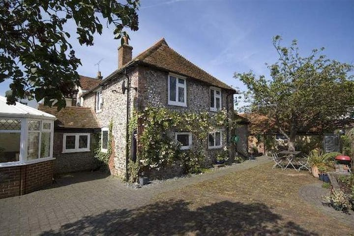Family Cottage close to Brighton, Sussex - Upper Beeding - Dům