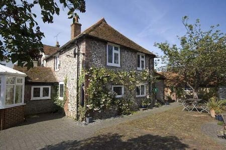 Family Cottage close to Brighton, Sussex - Upper Beeding - Ev