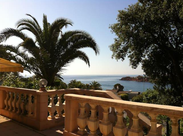 Appartement en rez de jardin plein sud vue mer
