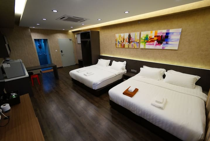 亚庇市中心-新开张优惠。两张特大号床。靠近机场 City area near airport