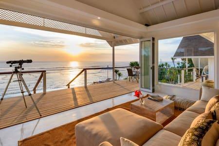 Beachfront 2 bdr. villa with sunset views - Jembrana Regency - Villa
