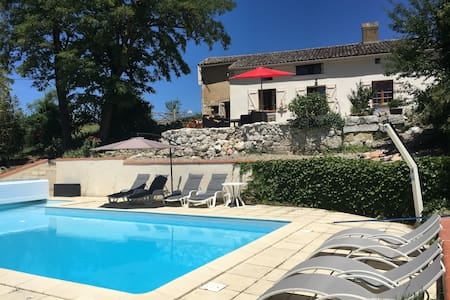 Charming farmhouse with pool near Toulouse