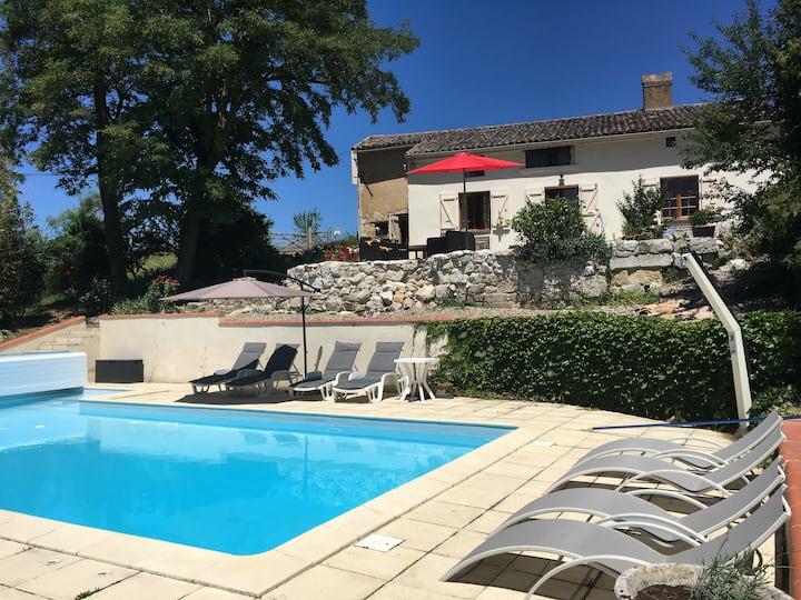 Charming farmhouse with pool near Toulouse