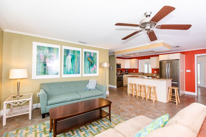 SALTY DOG - DOG FRIENDLY HOME ON SANIBEL. STILL OPEN FOR MARCH!