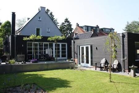Spacious house,8 p. green area central Netherlands - Soest