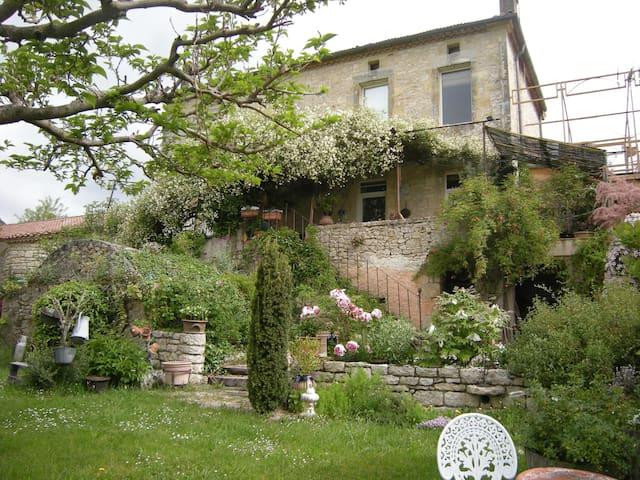 La maison sur la colline - Mauroux