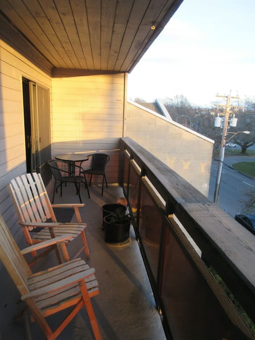 Large south-facing balcony, overlooking the park. Perfect for sipping a coffee or tea.