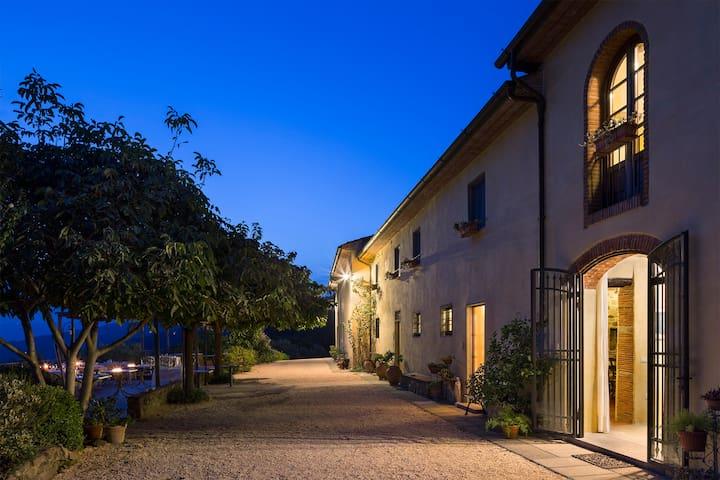 Appartamento panoramico con piscina - Montale - Apartemen