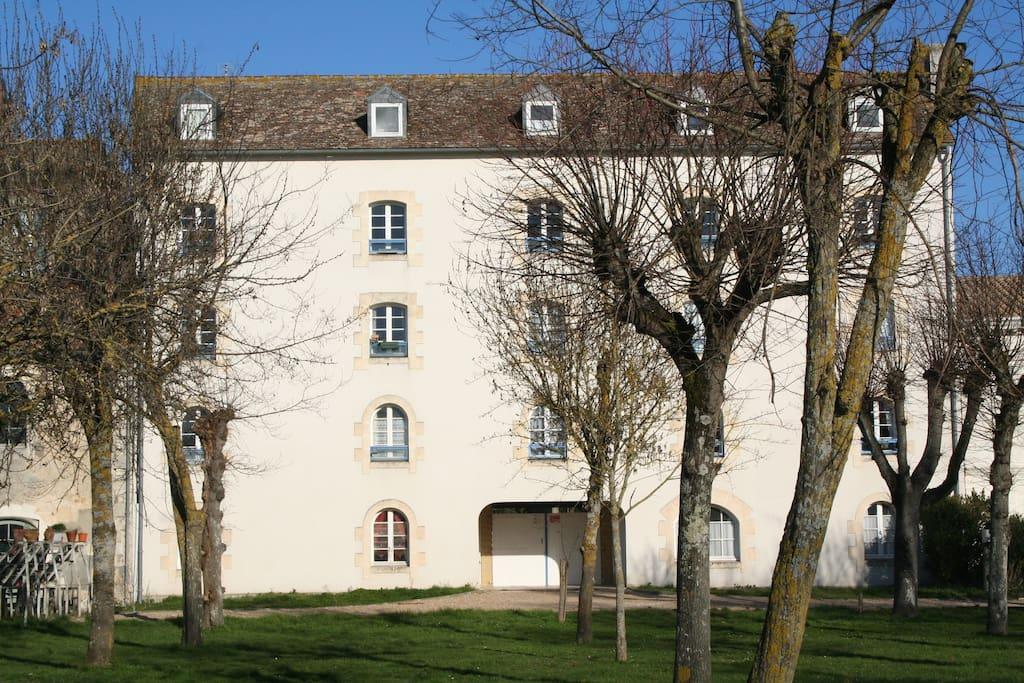 L'immeuble des Voiles Blanches  3 Place Paria