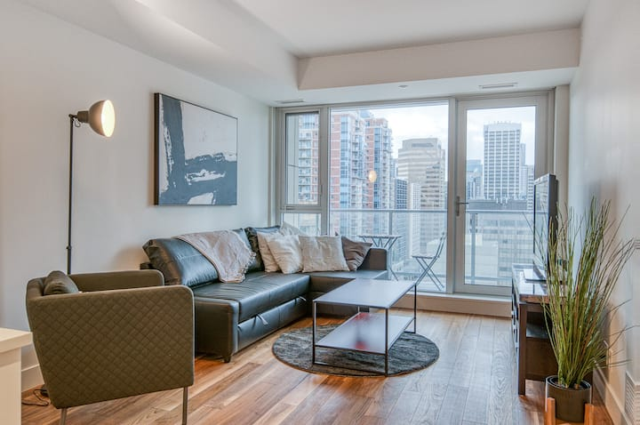 Modern Downtown River-Front Condo