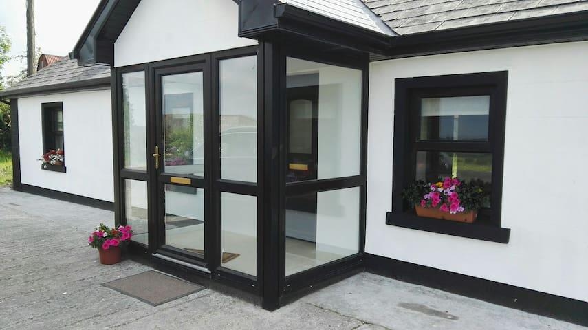 Charlestown, Mayo, Newly renovated cottage