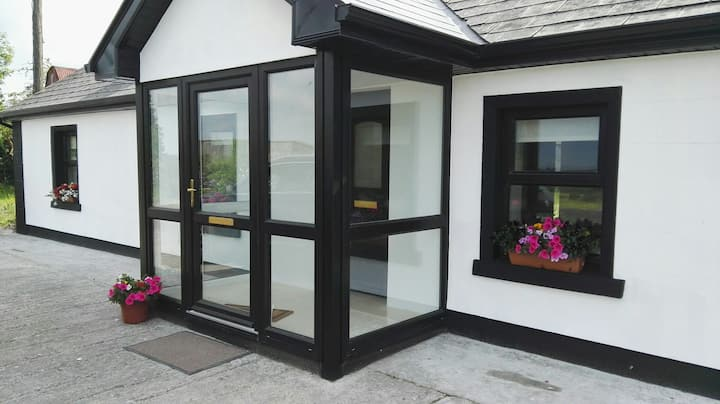 Charlestown, Mayo, Newly renovated cottage