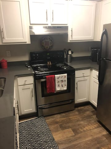 Beaverton warm and inviting apartment! Perfect for