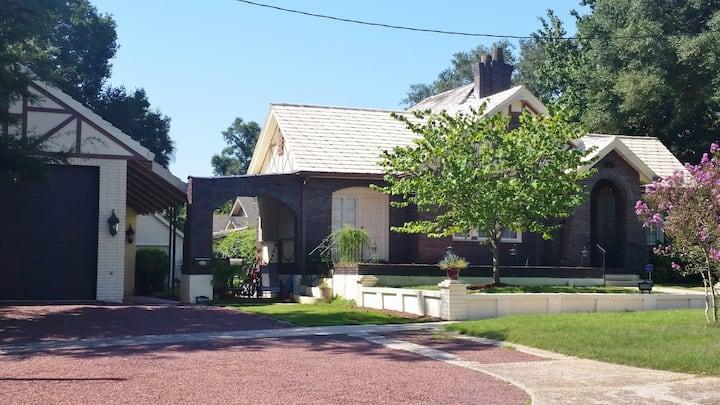 East Hill's Loft Townhouse - Near Pensacola Beach