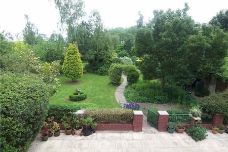 Large Double Room with En-Suite, Tranquil Setting - Retford - House