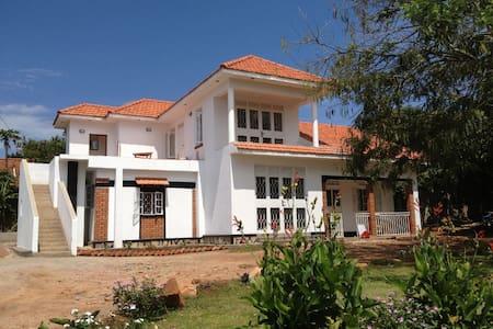 Alison & Dave's guest house - Entebbe - Casa