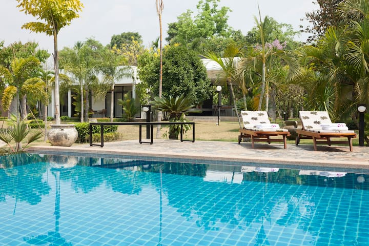 Luxury villa with infinity pool and maid service - Chiang Mai - Huis