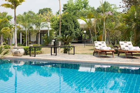 Luxury villa with infinity pool and maid service - Chiang Mai