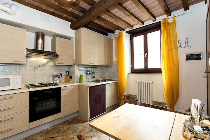 COSY APARTMENT AT CHIANTI' S DOOR