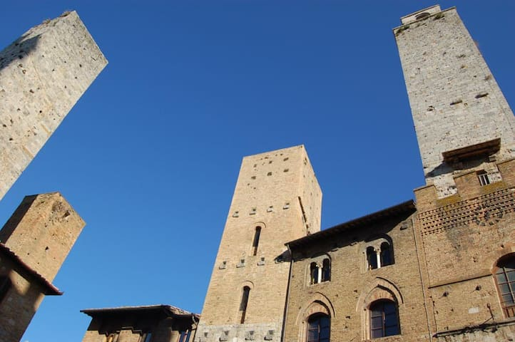 In the main square of San Gimignano - San Gimignano - Flat