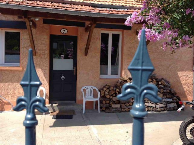 Chambre et sanitaire indépendants avec jardin