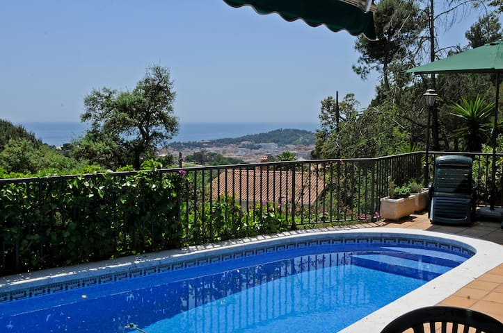 Magnificent villa with pool and bbq for 2-6 people - Lloret de Mar - Casa