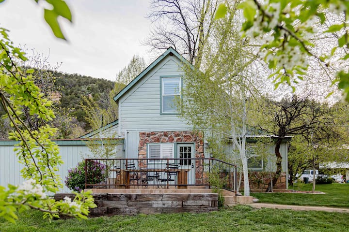 THE HOMEPLACE, HISTORIC & CHARMING AT EAST ZION