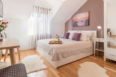 Apartments Micika - Deluxe Double Room with Mountain View (S2)