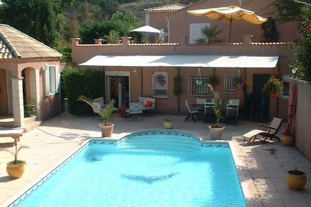 Villa de standing avec piscine - Villa