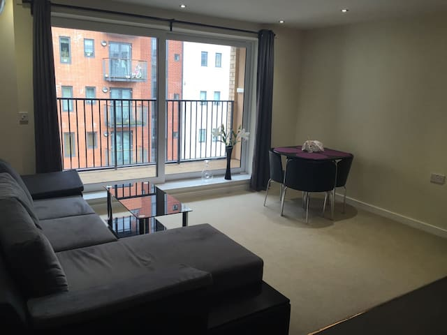 Bright new flat in central location - Southampton
