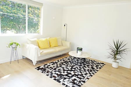 Bright, spacious 2BD close to Bondi