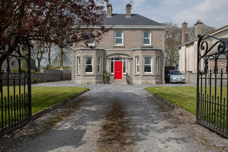 Twin bedded room. - Athenry - Bed & Breakfast