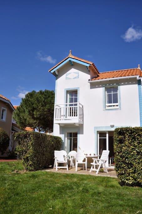 Vue maison avec la terrasse plein Sud