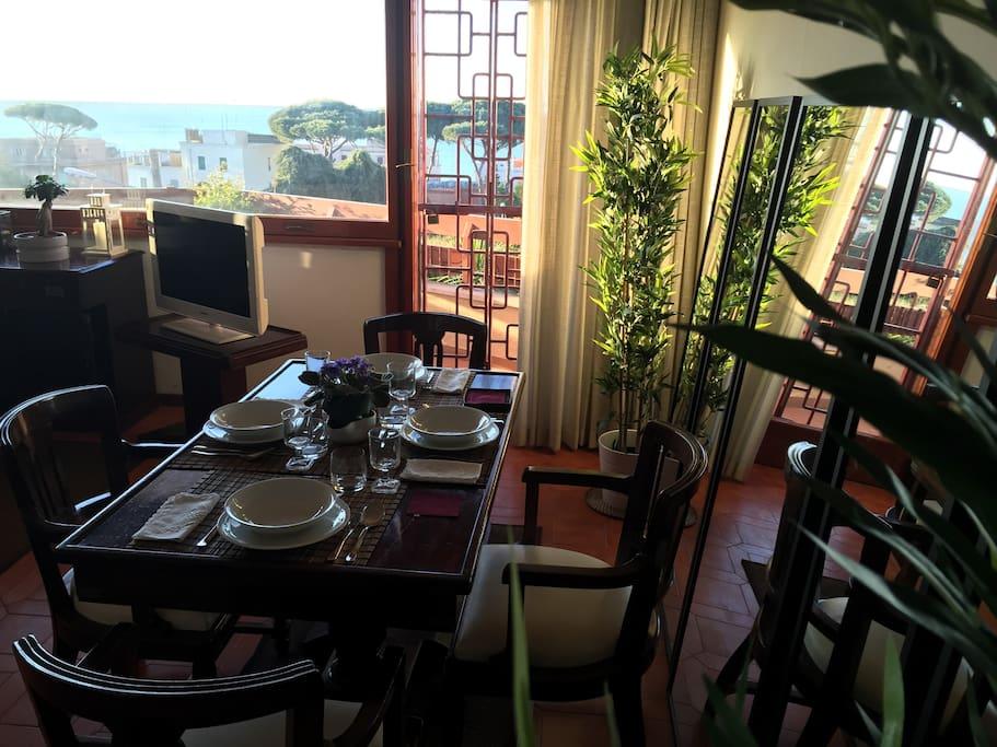 godersi il panorama da qualsiasi lato del tavolo da pranzo