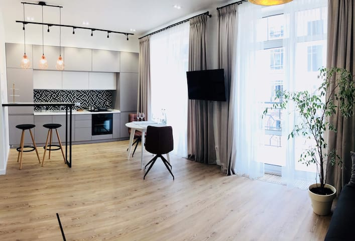 *MODERN LUXURY Apartment in the heart of Kiev*