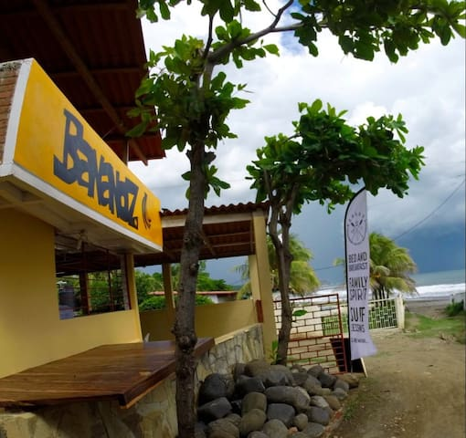 Rooms for rent in BANANOZ SurfHouse