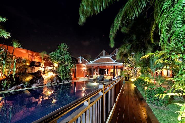 Stunning 5 Bedroom Villa in the Heart of Pattaya - Pattaya - Villa