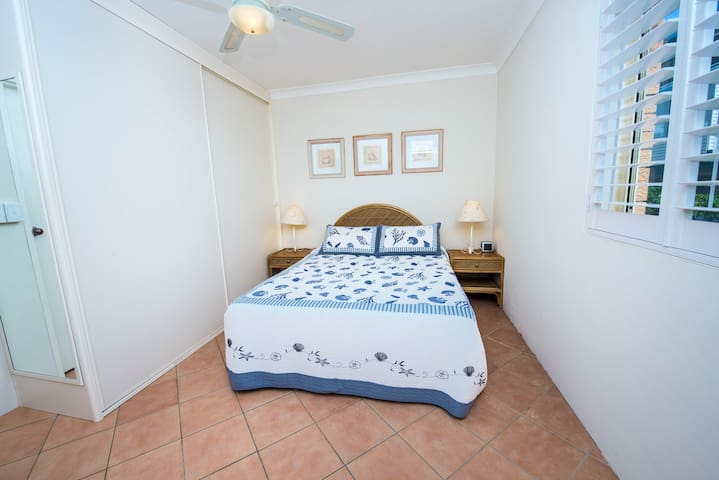 Main bedroom with queen bed and has a ensuite attached.