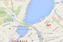 only 5 minutes to centralstation and Alster