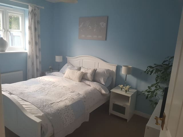 Cosy double bedroom Cardiff