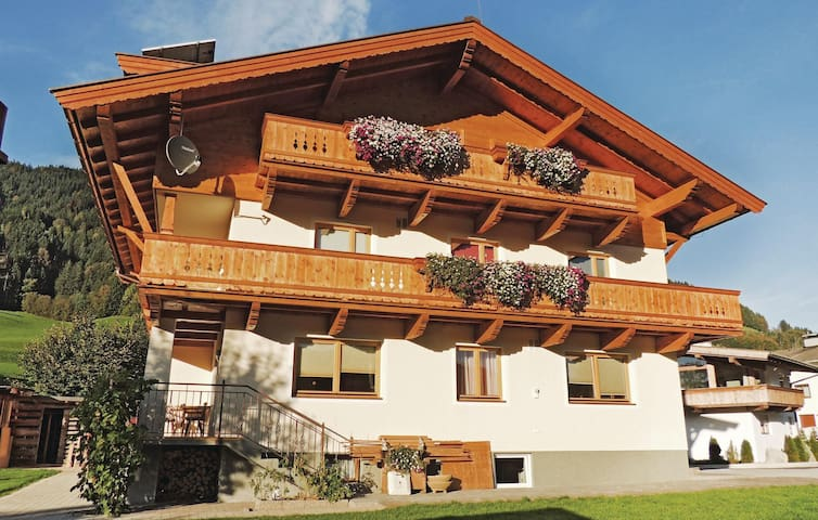Holiday apartment with 3 bedrooms on 95m² in Itter