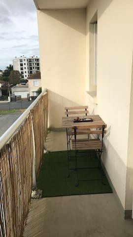 Studio avec balcon proche de Bordeaux - Таланс