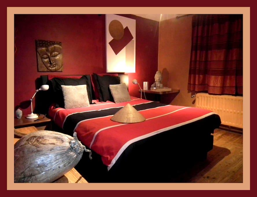 chambre zen vue sur chateau chambres d 39 h tes louer marche en famenne r gion wallonne. Black Bedroom Furniture Sets. Home Design Ideas