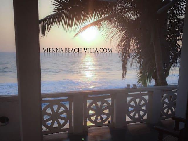VIENNA BEACH VILLA Next to the beach - Boossa