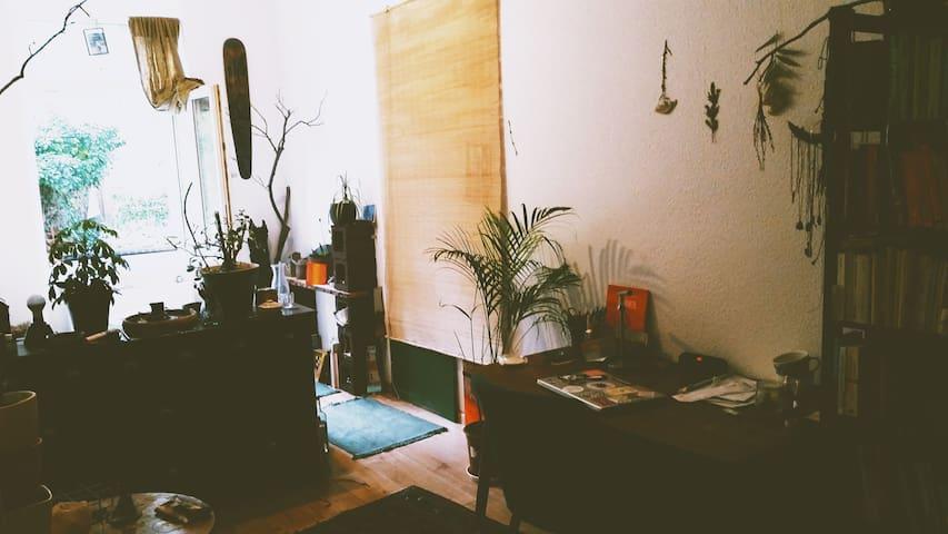 Gemütliche am Wald liegende Wohnung in Connewitz
