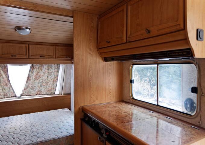 caravane équipée sur terrain privé et clos