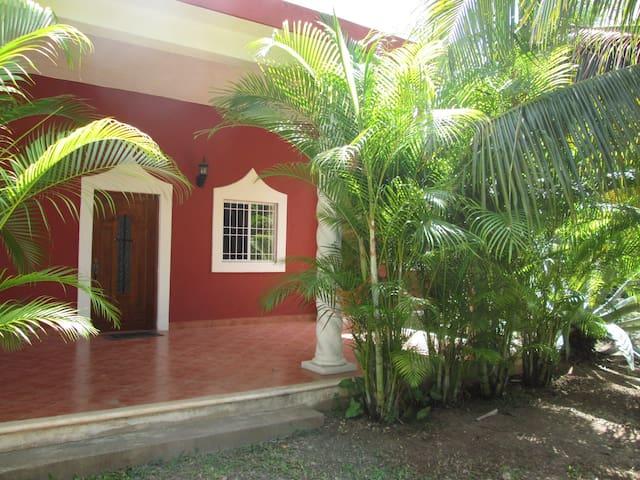 2 Bdrm Paradise at Villa Buenaflor - Izamal - Casa de campo